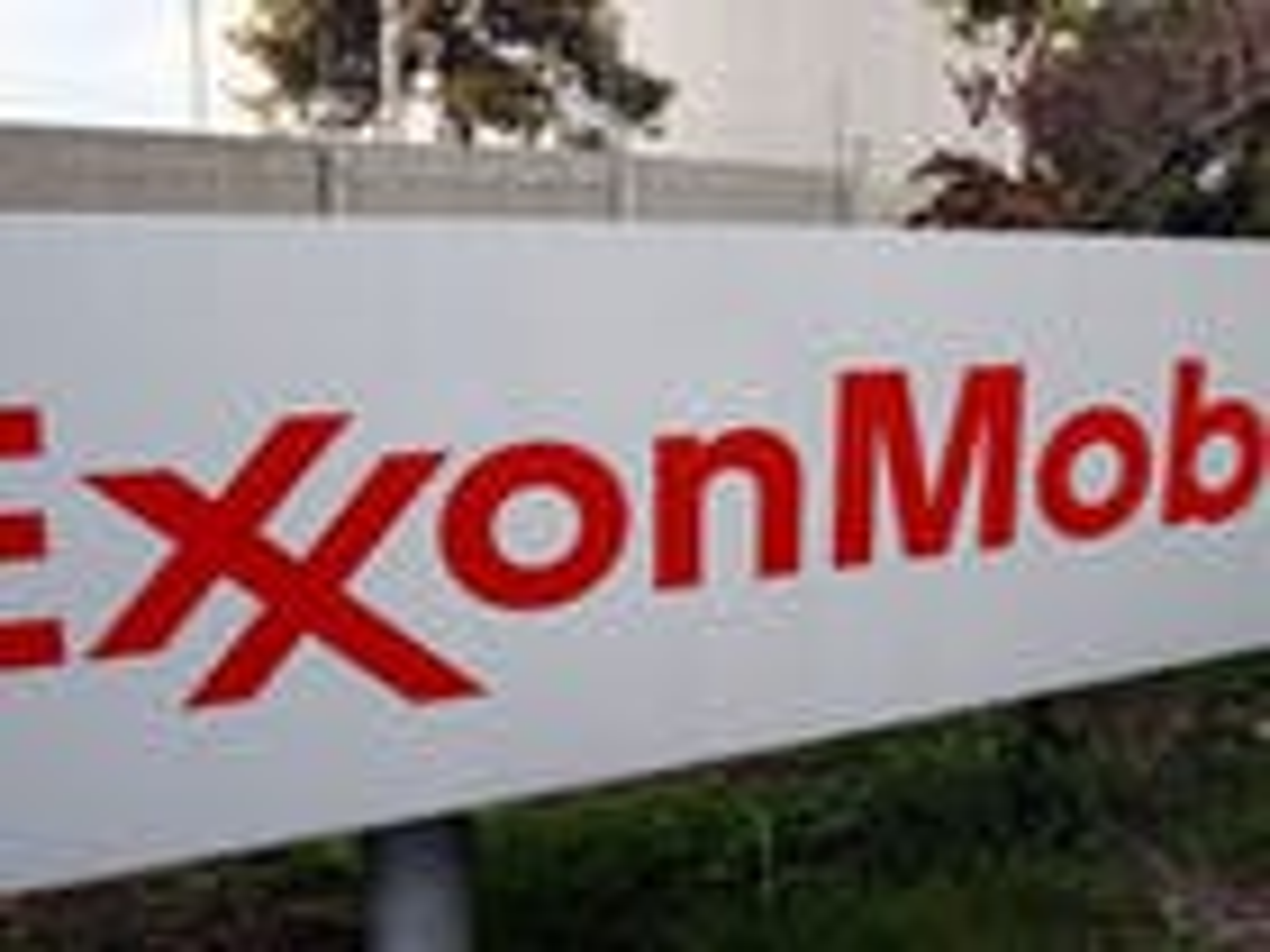 Complaint accuses Exxon Mobil of discrimination against gay applicants