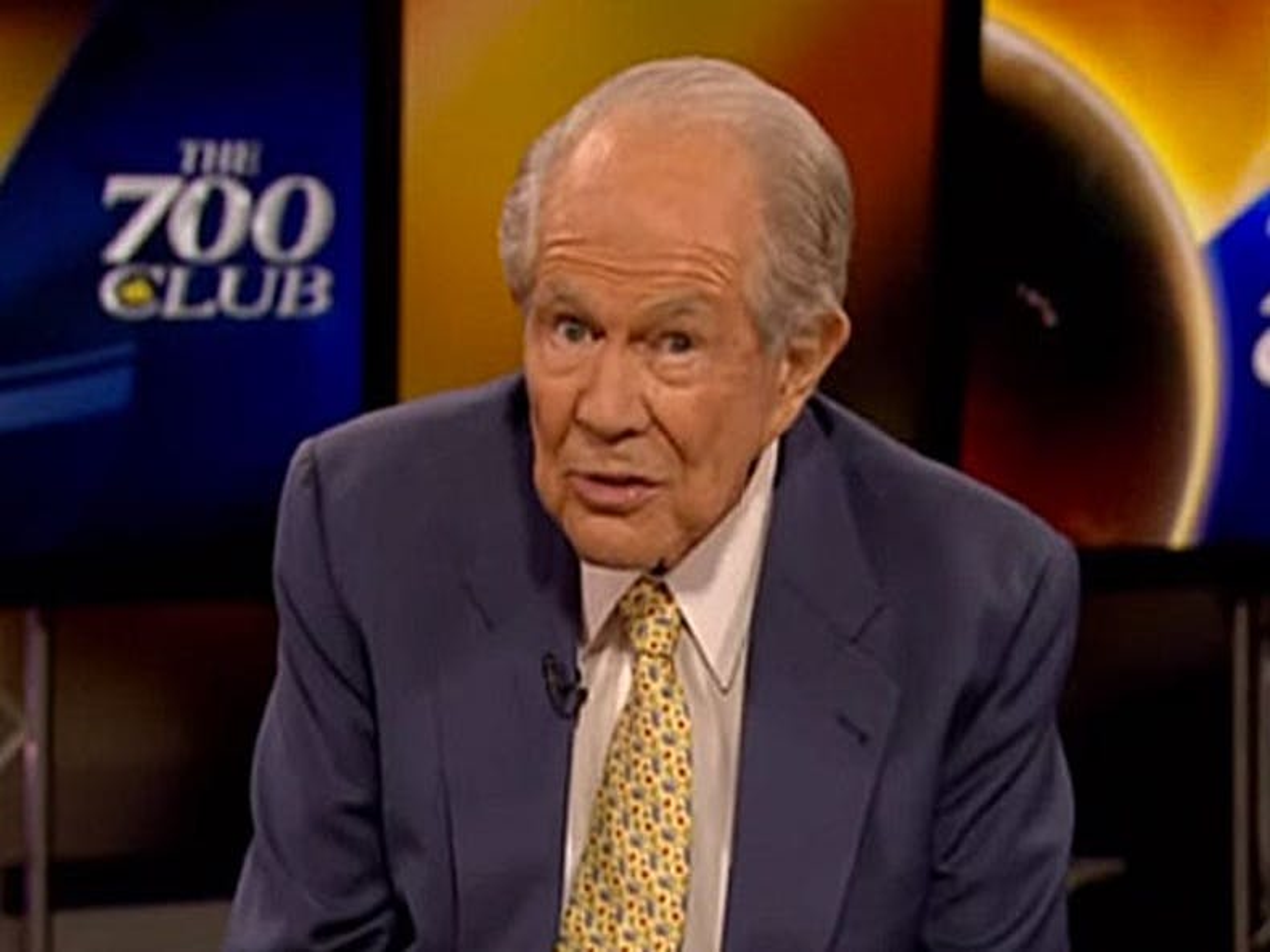 Pat Robertson profetiza (novamente) que Deus destruirá a América se as pessoas LGBTQ tiverem (mais) direitos
